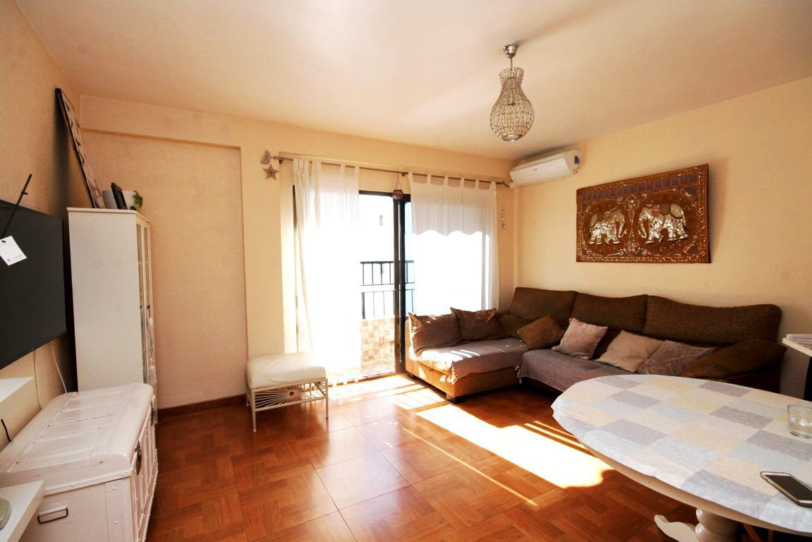 3 bedroom apartment in Miraflores area  Furnished and renovated apartment with 3 bedrooms and 1 bath, Spain