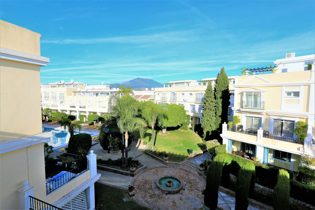 Fantastic nicely furnished Townhouse with Roof Terrace Located in the golf valley, walking distance , Spain