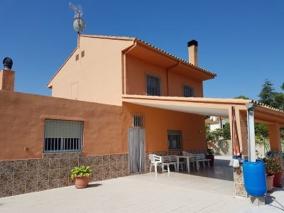 Country house in a great location, 6km out of Ontinyent in the Umbria area. Fenced plot of 4113 and , Spain