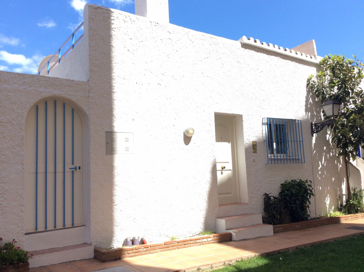 RESERVED AWAITING DEPOSIT Beautiful romantic harbor styled upgraded 2 bedroomed townhouse situated i,Spain