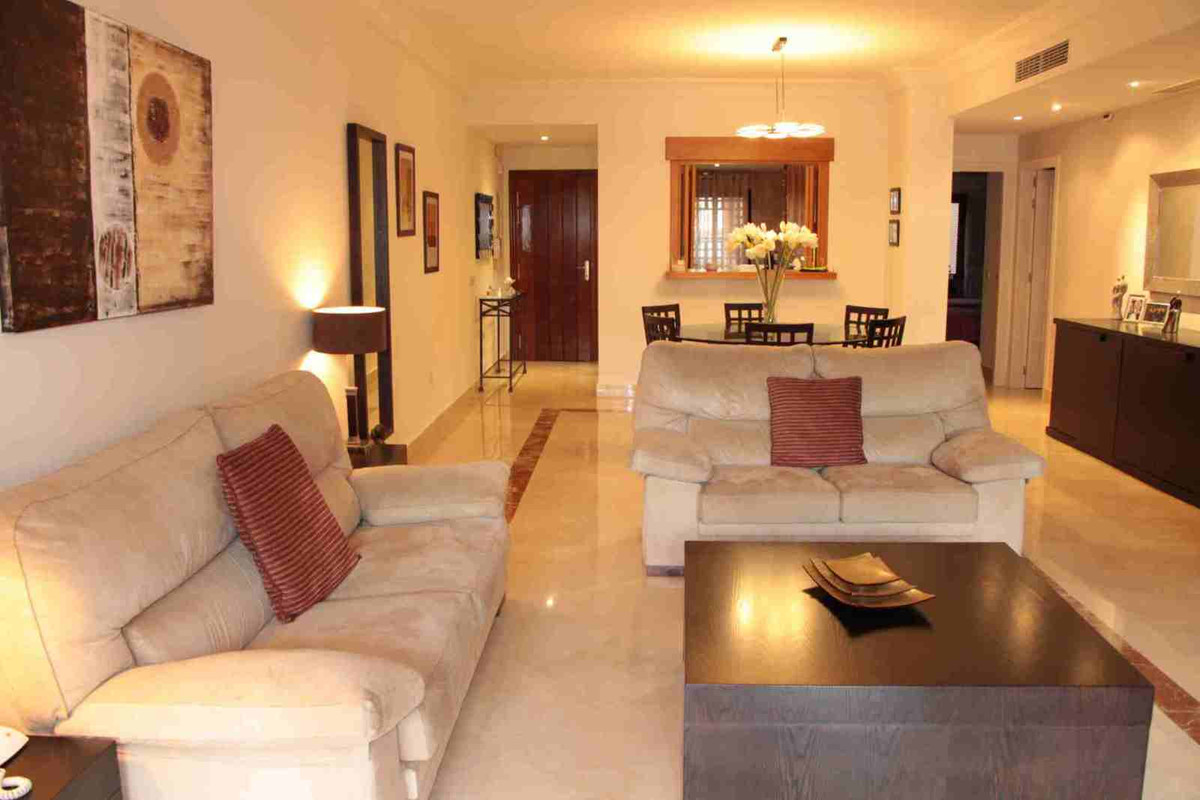 Beautiful and very sunny apartment located within a highly demanded urbanization on San Pedro´s beac,Spain