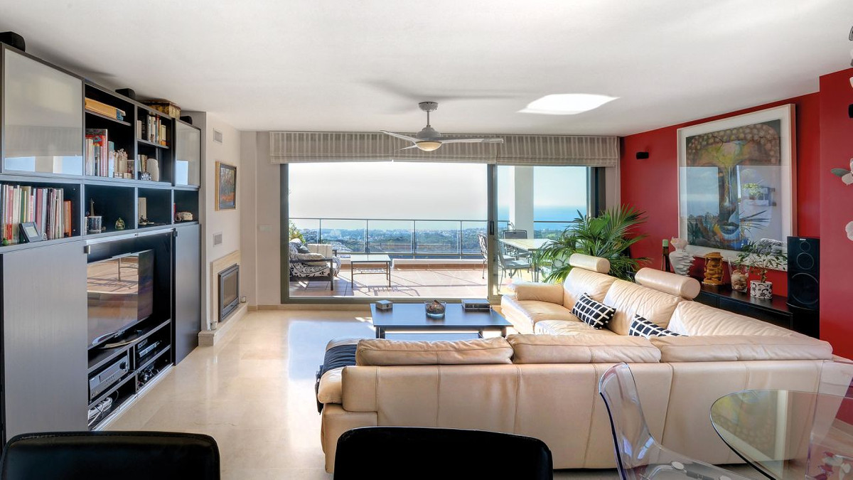 Amazing 3 bedroom apartment for sale much larger than an average apartment in Calahonda and with pan, Spain