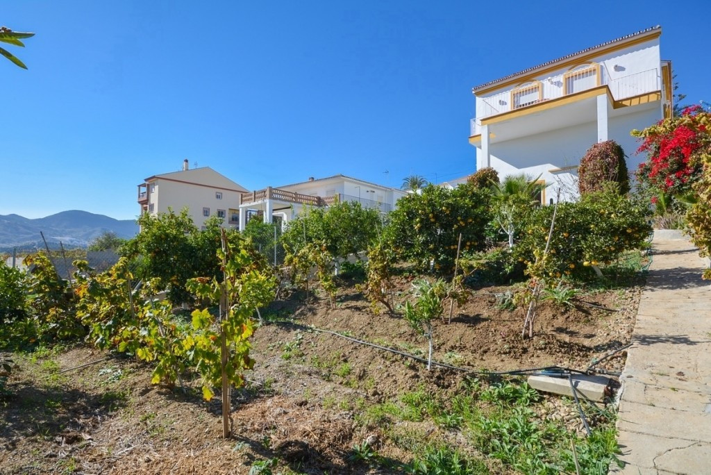 Villa with nice views, large orchard and farmyard.  It is distributed as follows: Front porch, livin,Spain