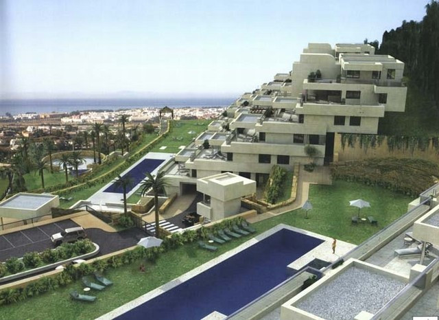 Stunning contemporary apartment for sale in the exclusive development of Los Arrayanes. Gated comple,Spain