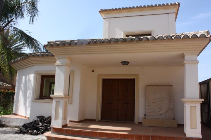 Detached Villa, Calahonda, Costa del Sol. 3 Bedrooms, 3 Bathrooms, Built 242 m², Terrace 25 m², Gard,Spain
