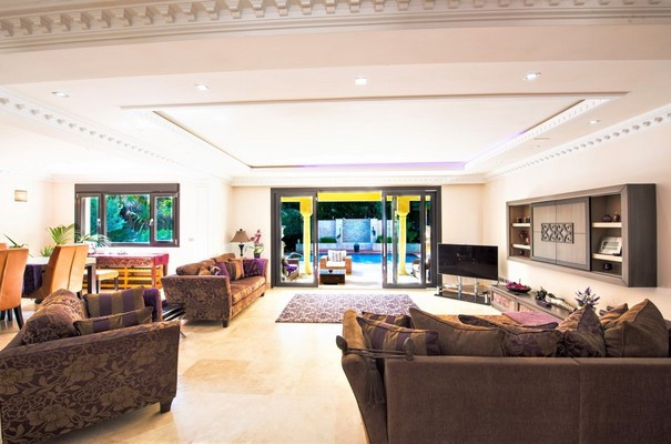 A beauty. Beach villa with 4 bedrooms. Completely renovated with a high level of finishing.  This be, Spain