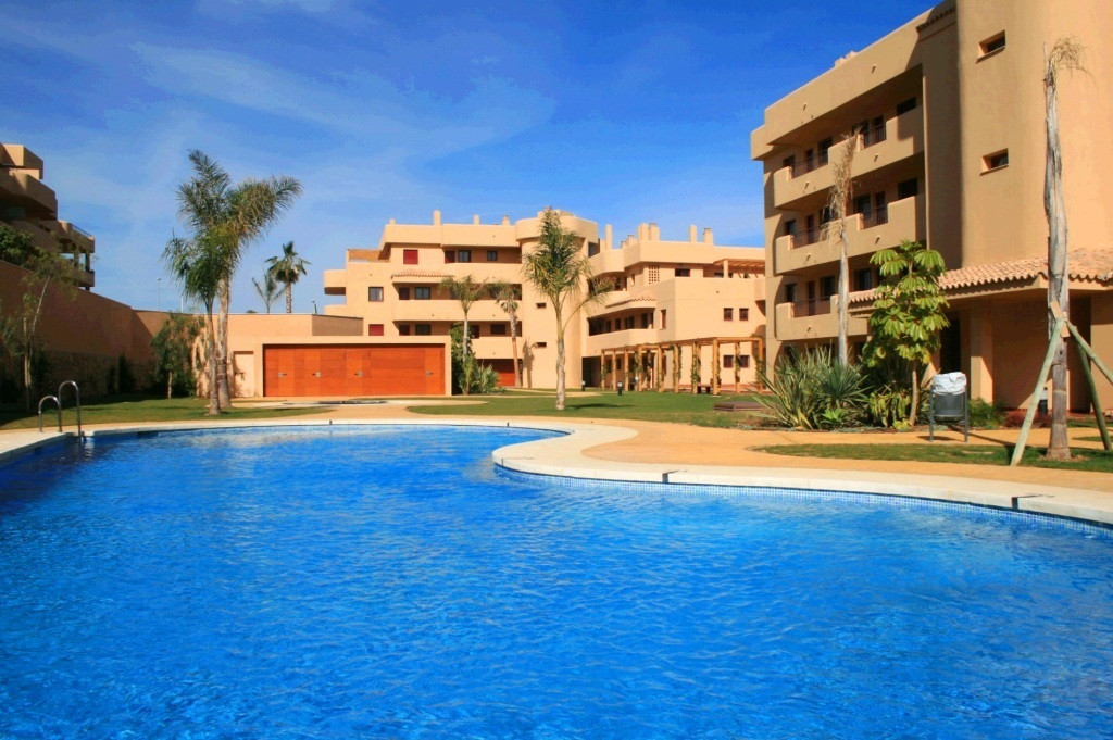 Please come and take a look at this great value apartment located within an easy walk of the town an,Spain