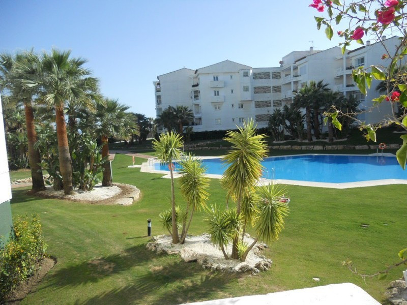 COMPLEX IN FIRST LINE OF BEACH IN PUERTO BANUS 3 bedroom apartment located in a gated complex with d,Spain