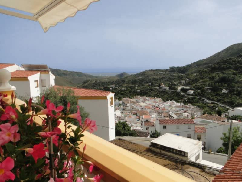 This large south facing duplex apartment with mountain and sea views located in Ojen, just 10 minute, Spain