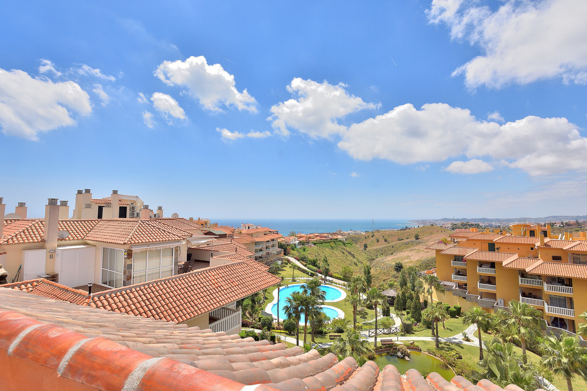 This incredibly bright and airy penthouse is located in the beautiful area of El Higueron, high abov,Spain