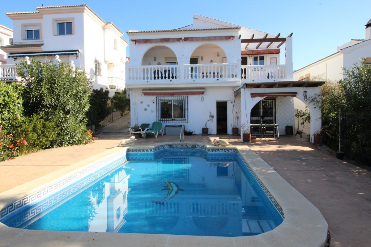 Wonderful Villa in Puente don Manuel, in Alcaucin. The property has a built surface of 240 m2 on a p, Spain