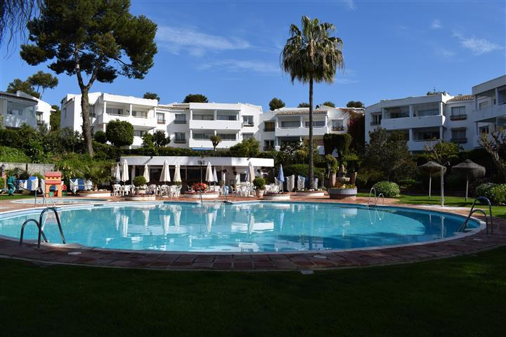 Rare opportunity to purchase an impeccable top floor studio apartment in the very sought after Jardi,Spain
