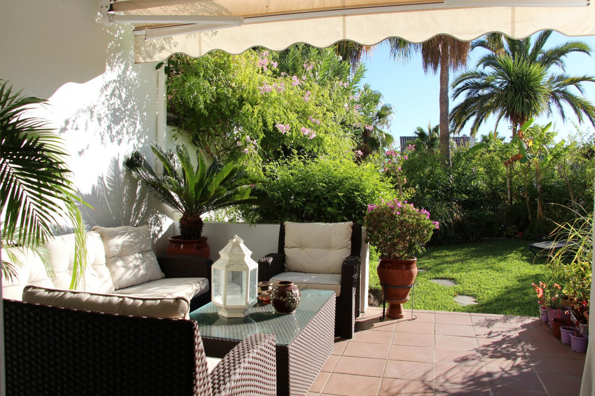 Superb townhouse located in quiet and established urbanization in the heart of Marbella's Golden, Spain