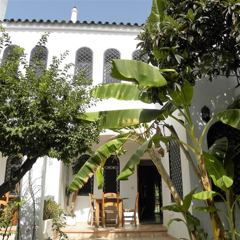 This townhouse is just on the market for sale in the popular area of Nueva Andalucia and is set with,Spain