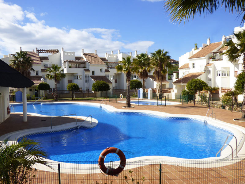 For sale, beautiful apartment in secure urbanisation close to the golf of Benalmadena and two minute, Spain
