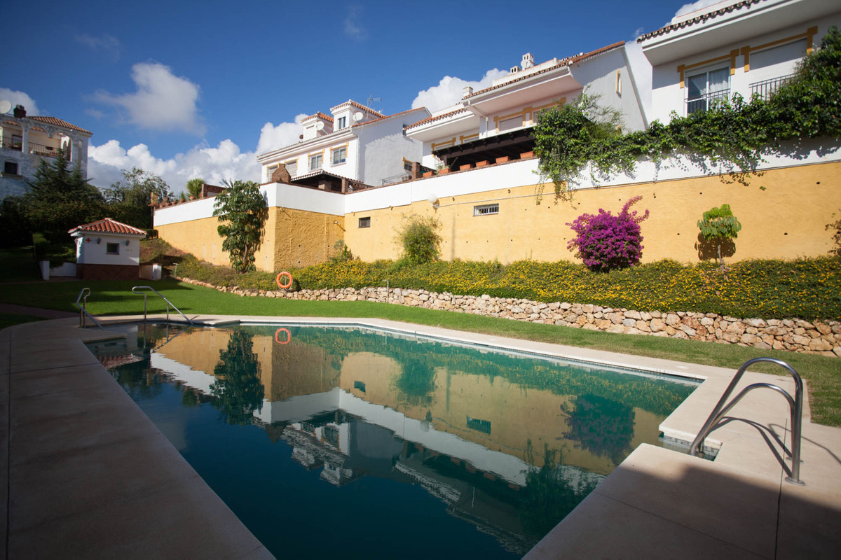 FANTASTIC TOWNHOUSE ON 3 FLOORS IN THE COMPLEX WITH POOL IN SIERREZUELA  On the main floor, balcony,,Spain
