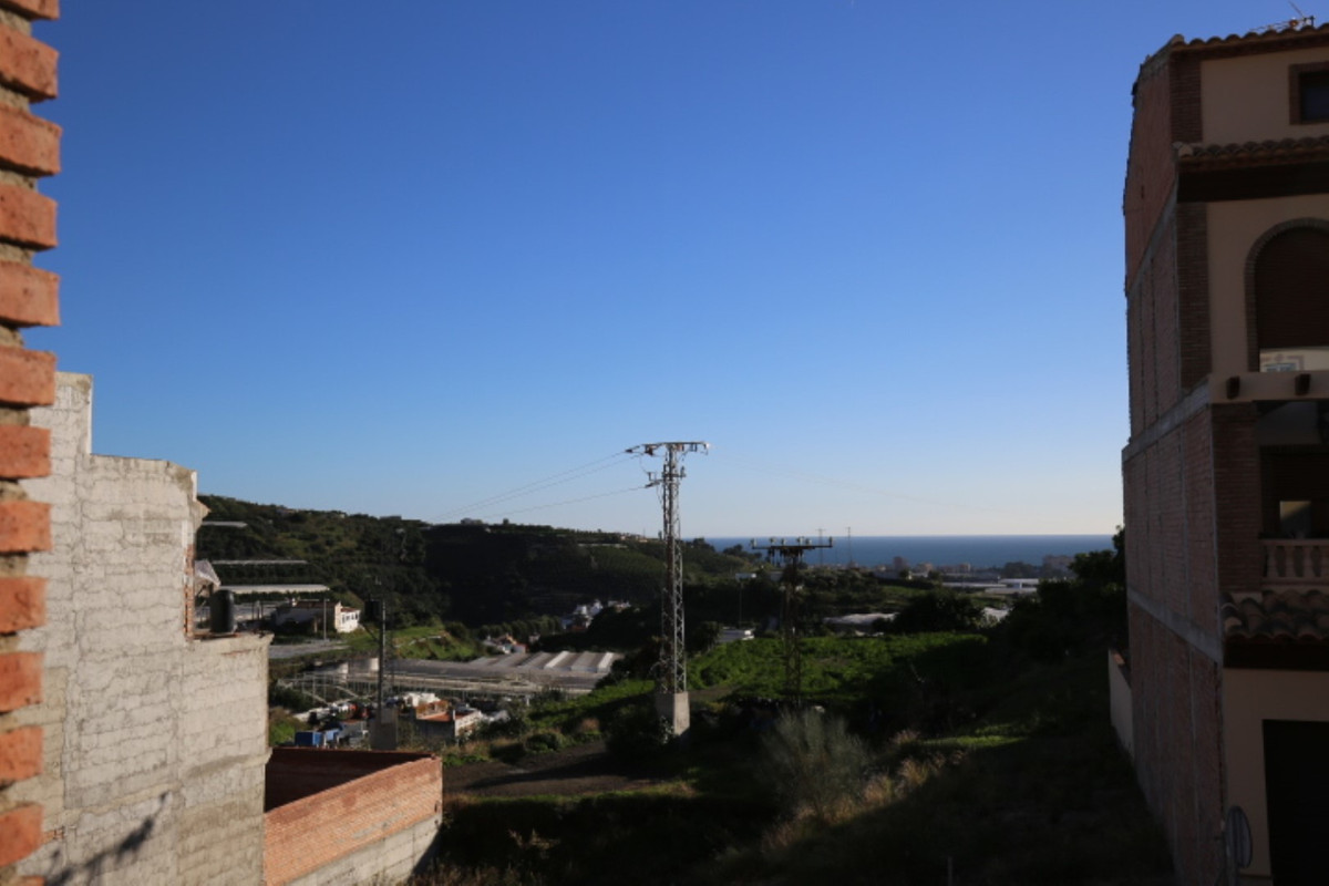 This wonderful property is of recent construction (year 2009) and has a constructed area of 266 m2. , Spain
