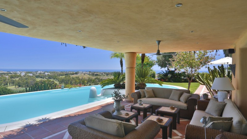 A classical Mexican style front line golf property with four bedroom suites.  Built with top quality, Spain