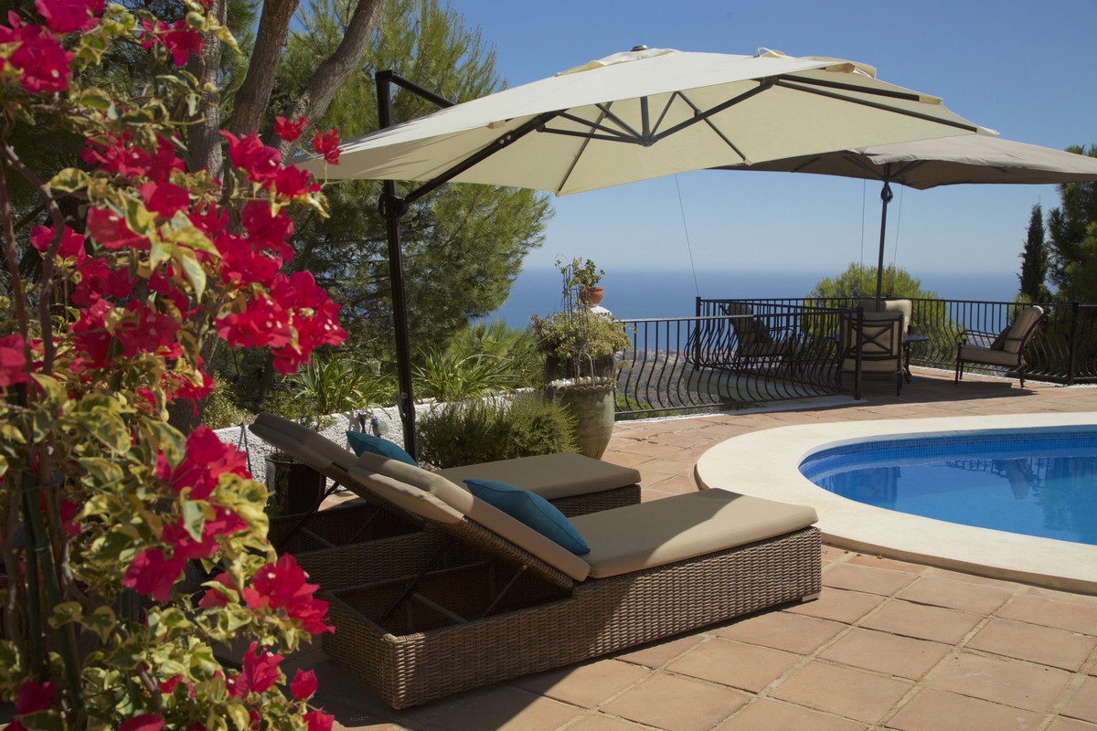 This beautiful villa only a few minutes walk to Mijas Village is an absolute pearl. At the entrance , Spain