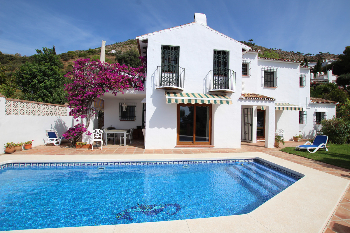 A rare opportunity to purchase a detached villa on Mijas La Nueva. Situated on the upper part of the,Spain