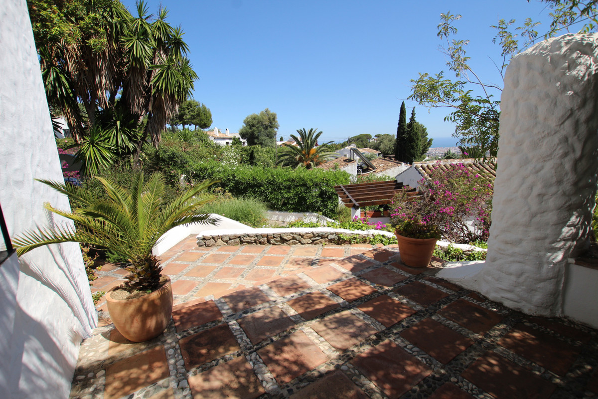 This charming modernised rustic villa is set in a prime position in the beautiful Mijas la Nueva, a ,Spain
