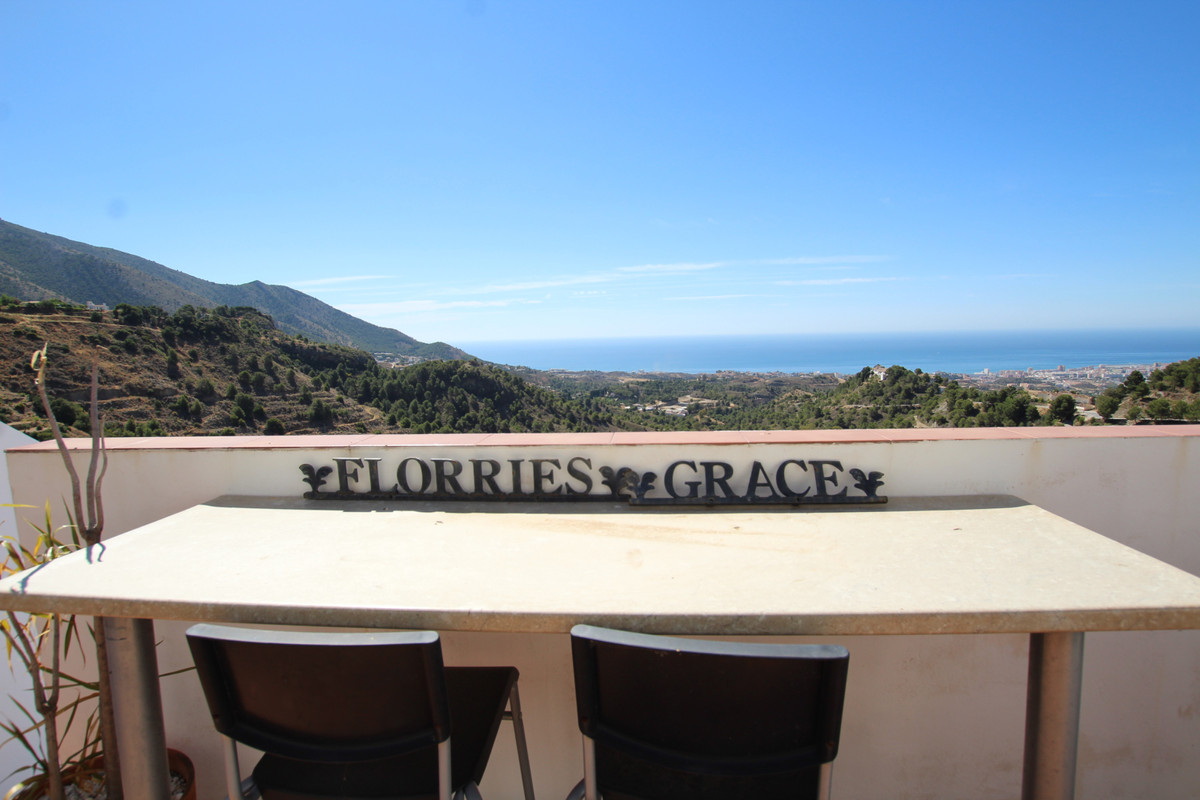 Townhouse, Mijas, Costa del Sol. 3 Bedrooms, 2 Bathrooms, Built 82 m².  Setting : Village, Mountain , Spain