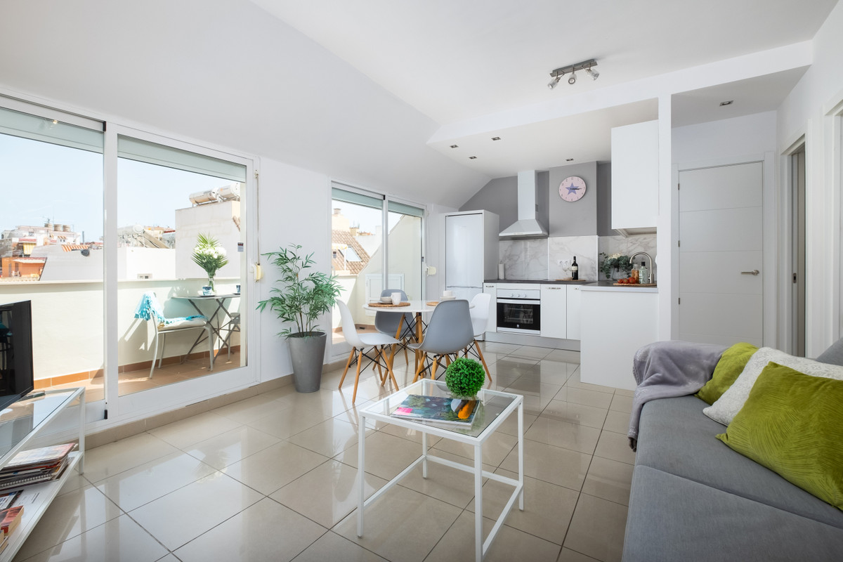 For sale a 1 bedroom penthouse on a great location in Fuengirola, Calle Iglesia, close to the train ,Spain