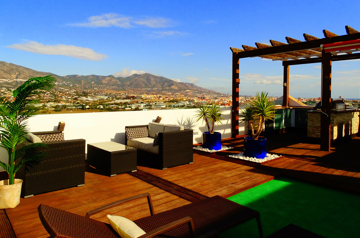 A lovely penthouse close to Cerrado del Aguila golf course, 3,5 km from Fuengirola city center, 3,2  Spain