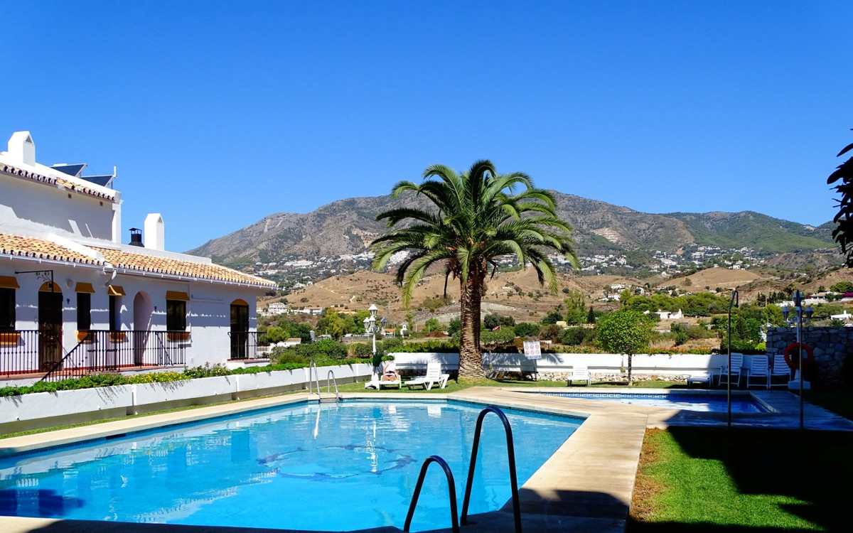 For sale a beautiful and spacious apartment in the wanted area of Los Pacos.,Spain