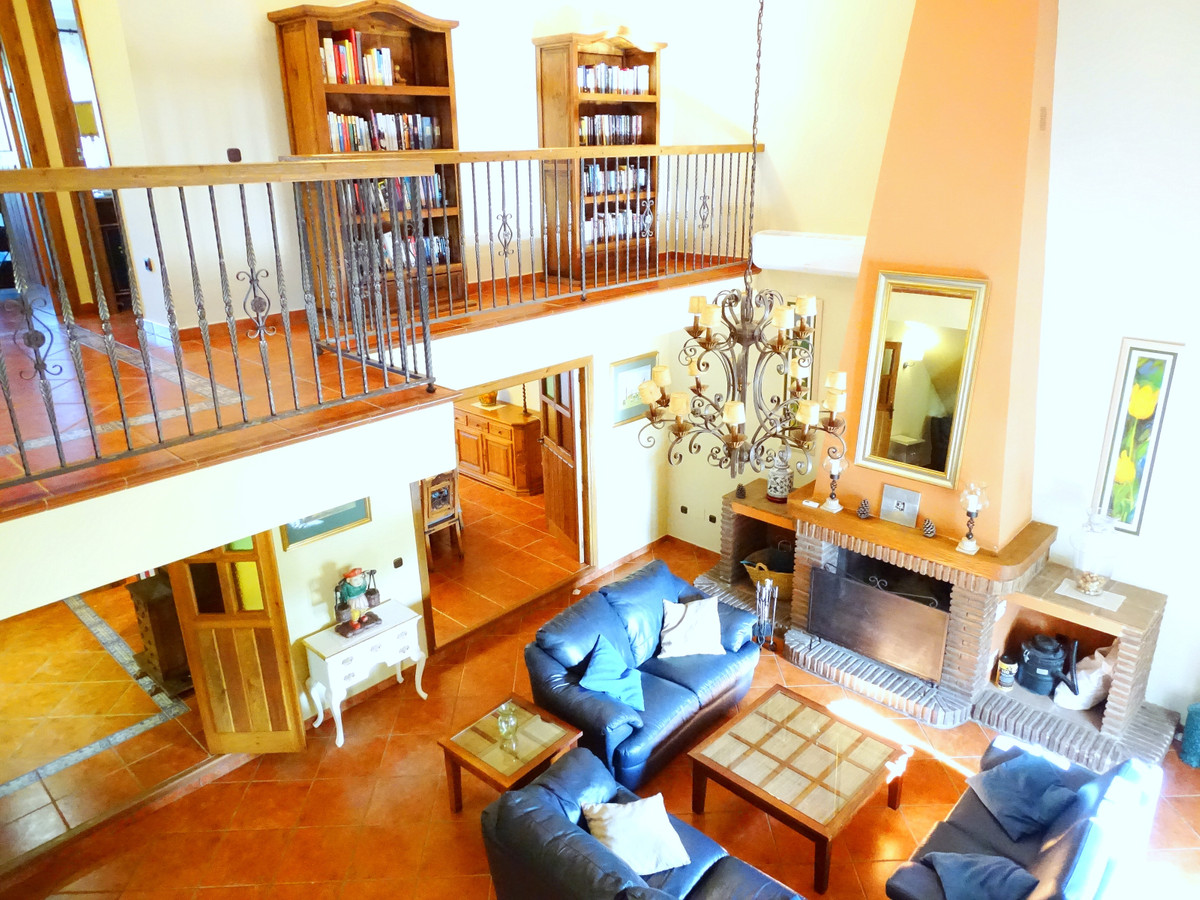 For sale a magnificient large villa in Sierrezuela. A pure andalucian style villa, very cosy and nic, Spain