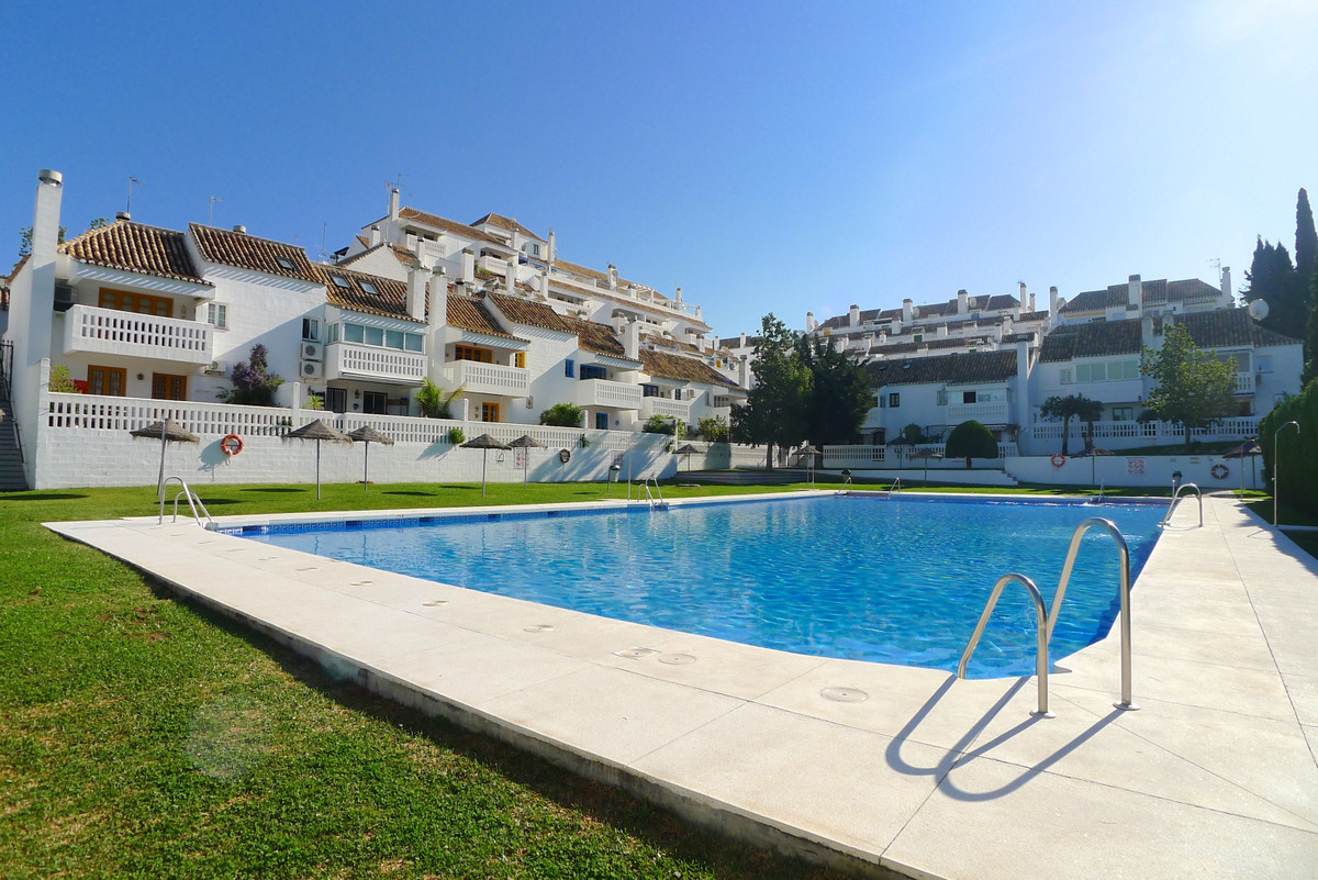 Bright and airy 1 bedroom apartment with large terrace. Situated in the beautiful Mijas Golf area. I,Spain