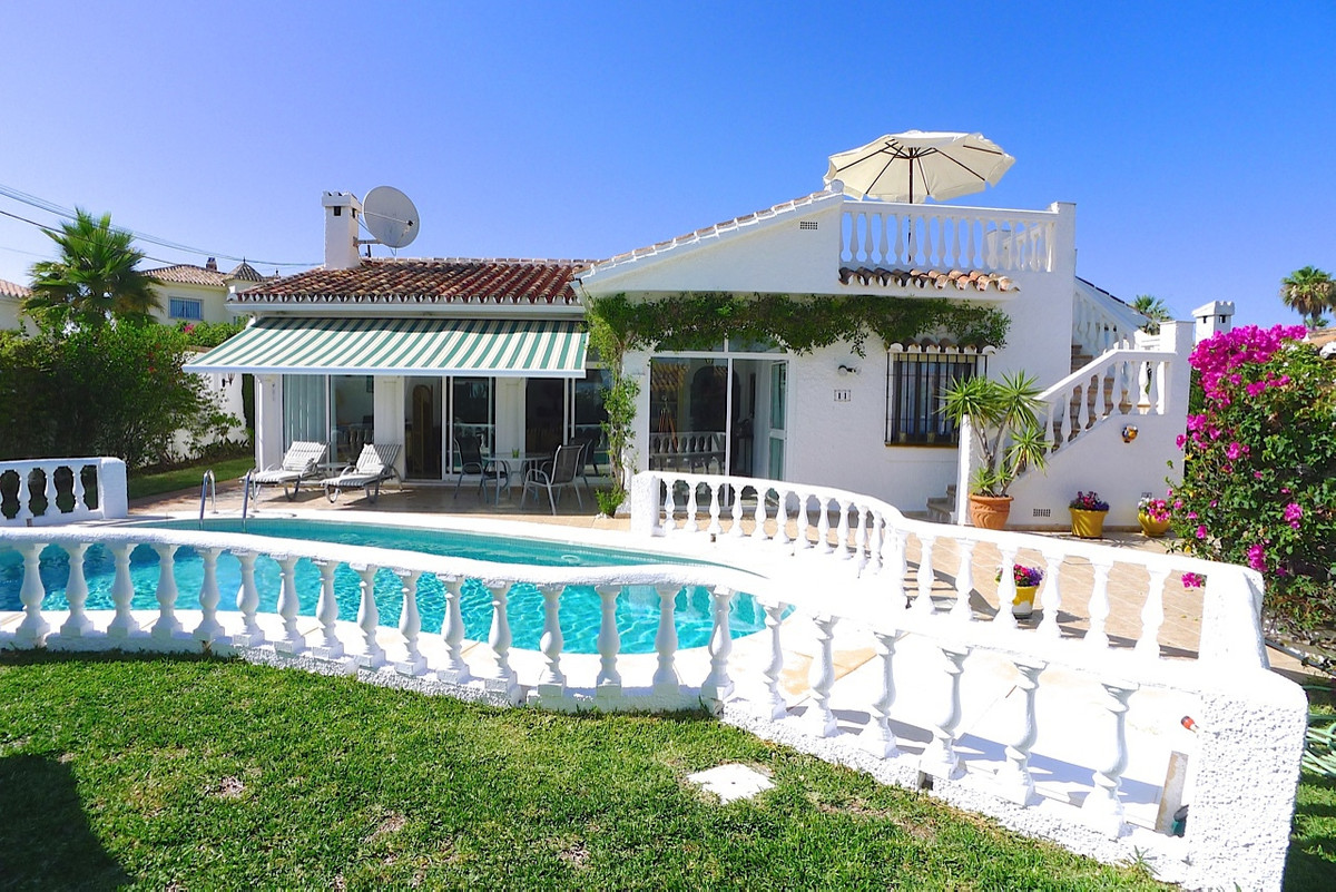 Charming open-plan 3 bed detached villa with double garage and stunning sea views, set in popular El, Spain