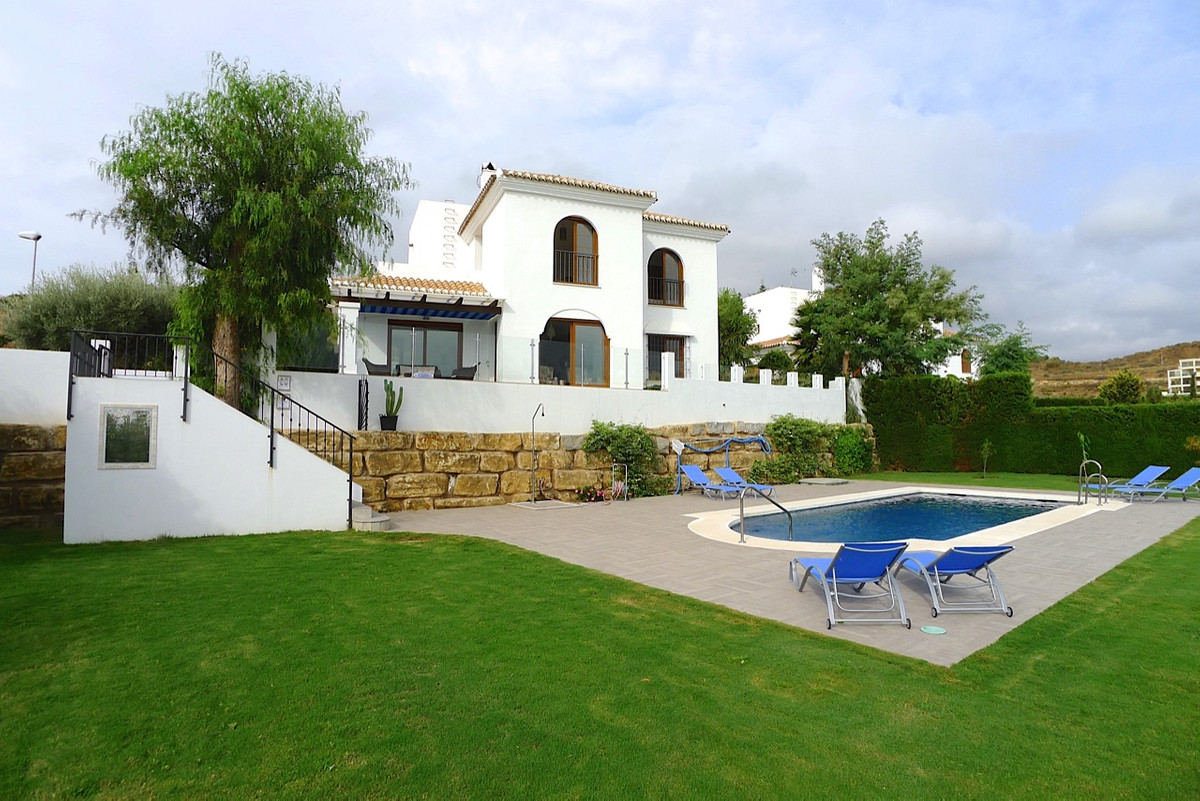 STUNNING 4 BED LUXURY VILLA SITUATED IN INCREDIBLE ELEVATED POSITION OVERLOOKING GOLF COURSE, COASTA, Spain