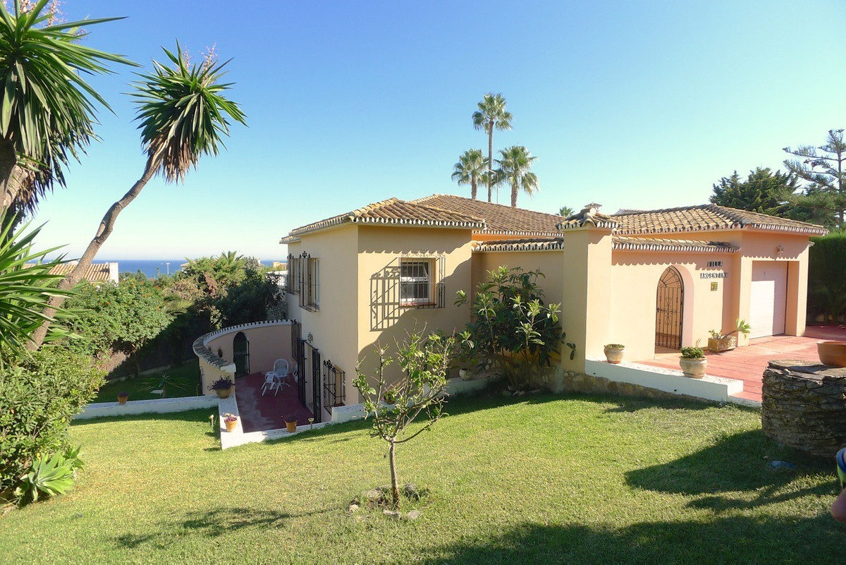 Probate sale bargain, lovely 4-5 bed villa for sale in the beautiful El Chaparral Golf area, next to,Spain