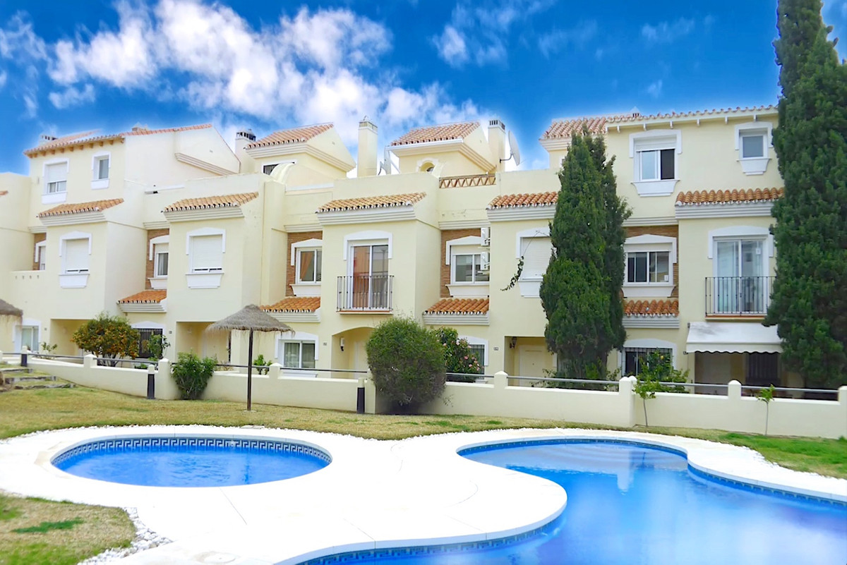 Spacious 3 bed townhouse in gorgeous community in lower Calahonda just minutes walk to all amenities,Spain