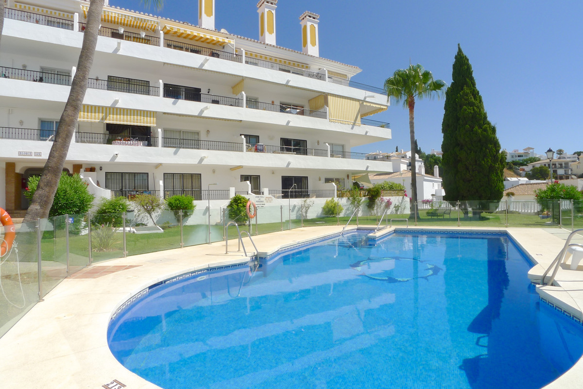 GENUINE BARGAIN Spacious 3 bedroom, 3 bathroom duplex penthouse in well maintained community with 2 ,Spain