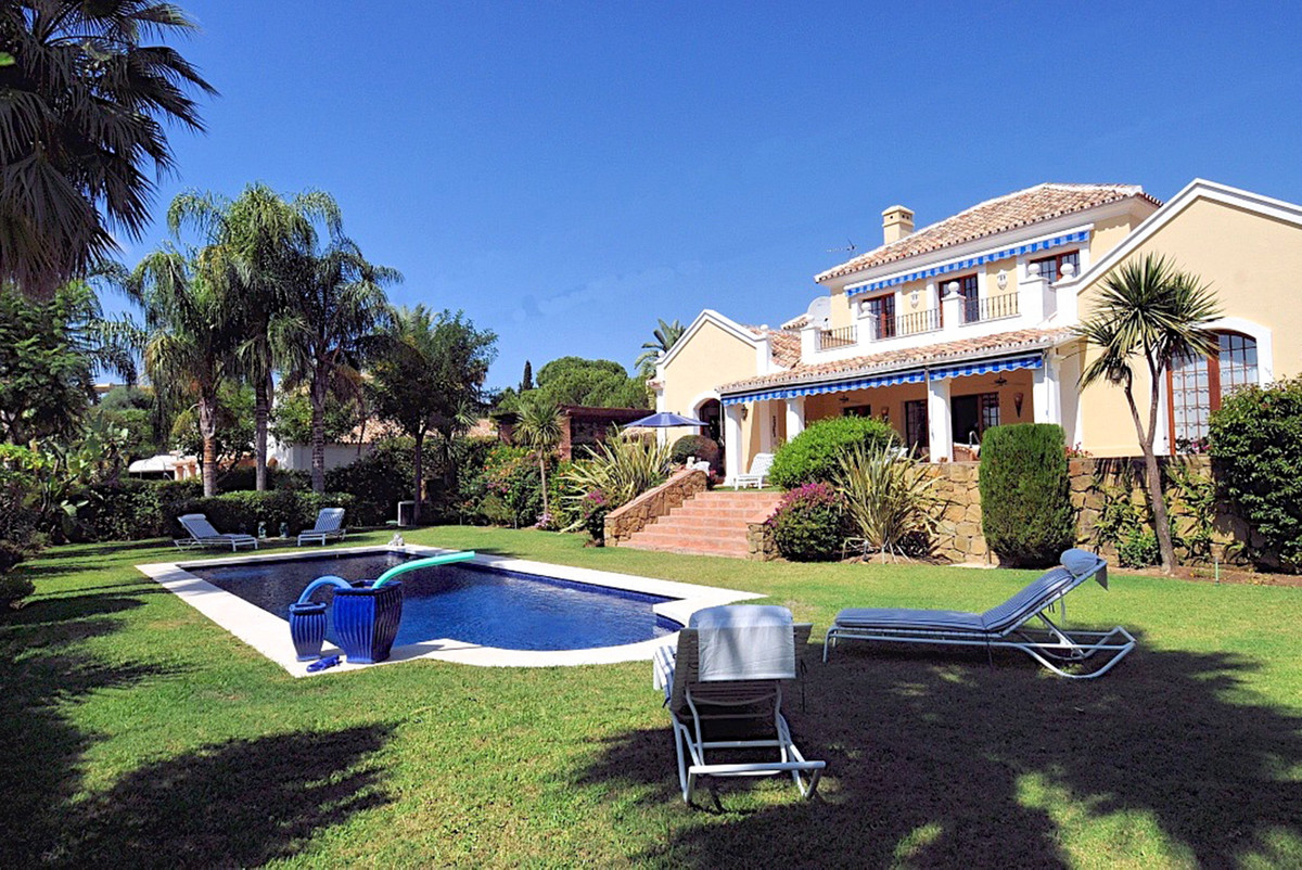Spectacular detached villa located in El Paraiso on a lovely quiet road, with beautiful well kept ga,Spain