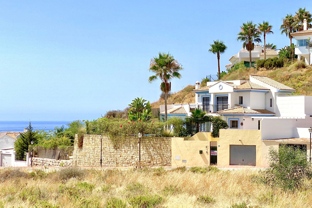 Gorgeous, modern 3 bed villa in Riviera Del Sol with panoramic sea views. The villa is just 6 minute, Spain