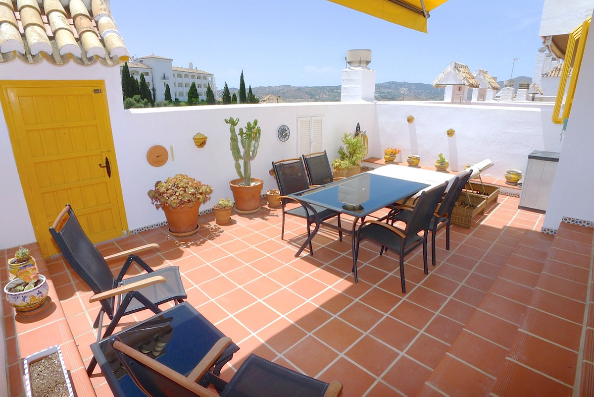 Absolutely gorgeous bargain 3 bed duplex with great views and walking distance to a restaurants and , Spain
