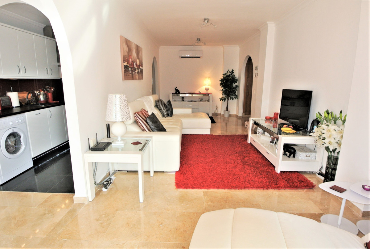 This lovely ground floor apartment is situated in a well-established and secure urbanization in Las ,Spain