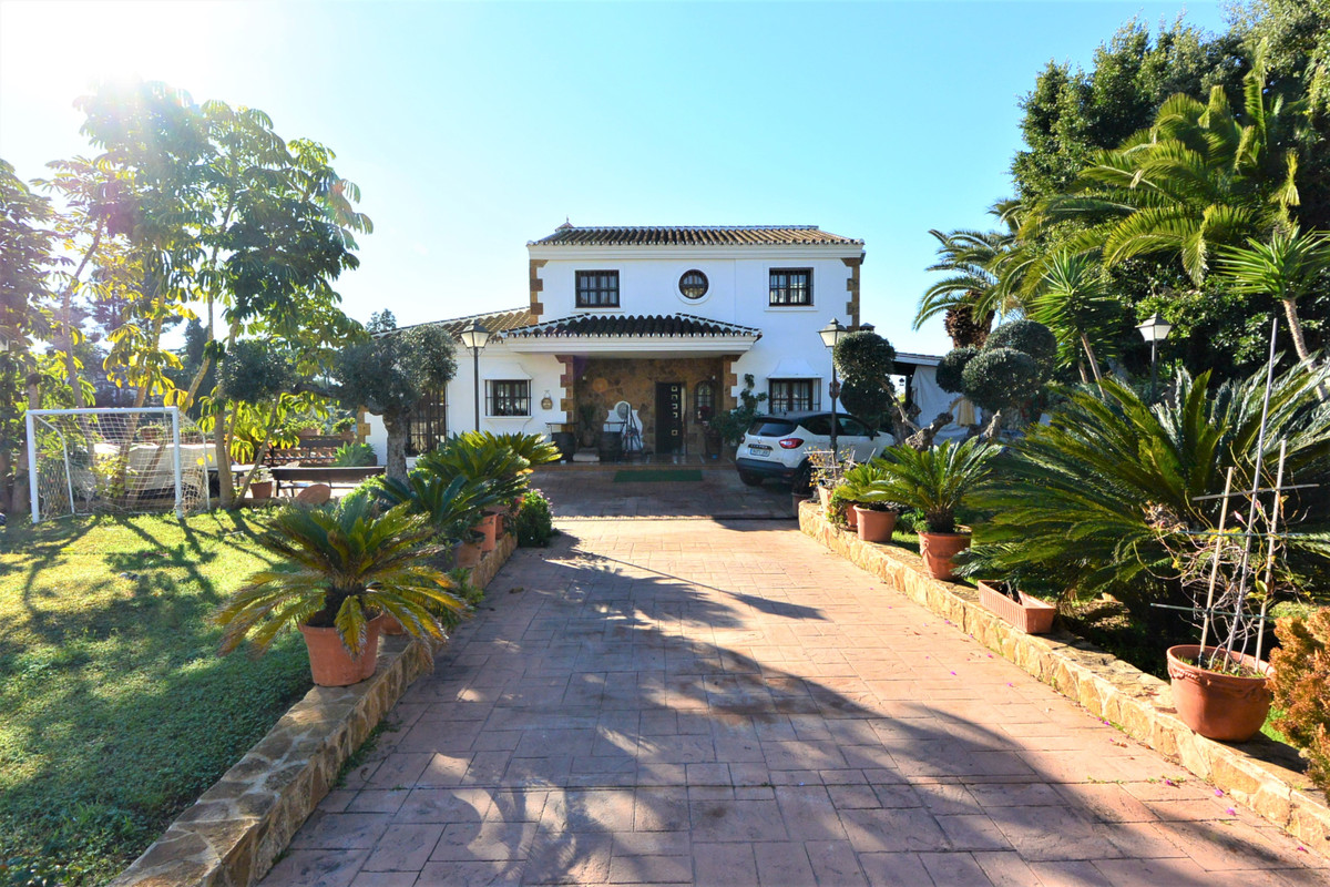 Villa in the popular residential area Las Cumbres in Elviria, just a few minutes from the best beach,Spain