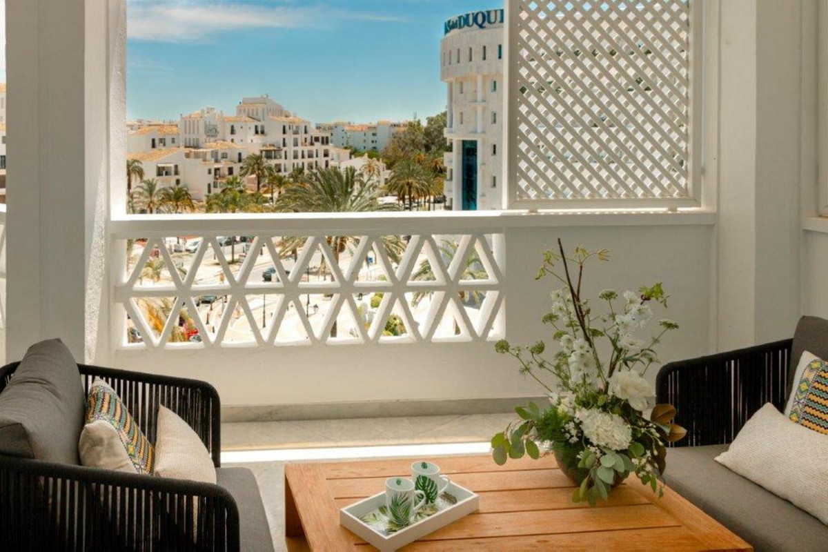 Fabulous 3 bedroom flat located in the streets of the port of Puerto Banus. Walking distance to all ,Spain