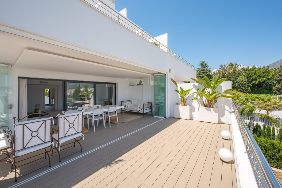 This new urbanization is located in a privileged spot on The Golden Mile, 400m from the beach of Pue,Spain