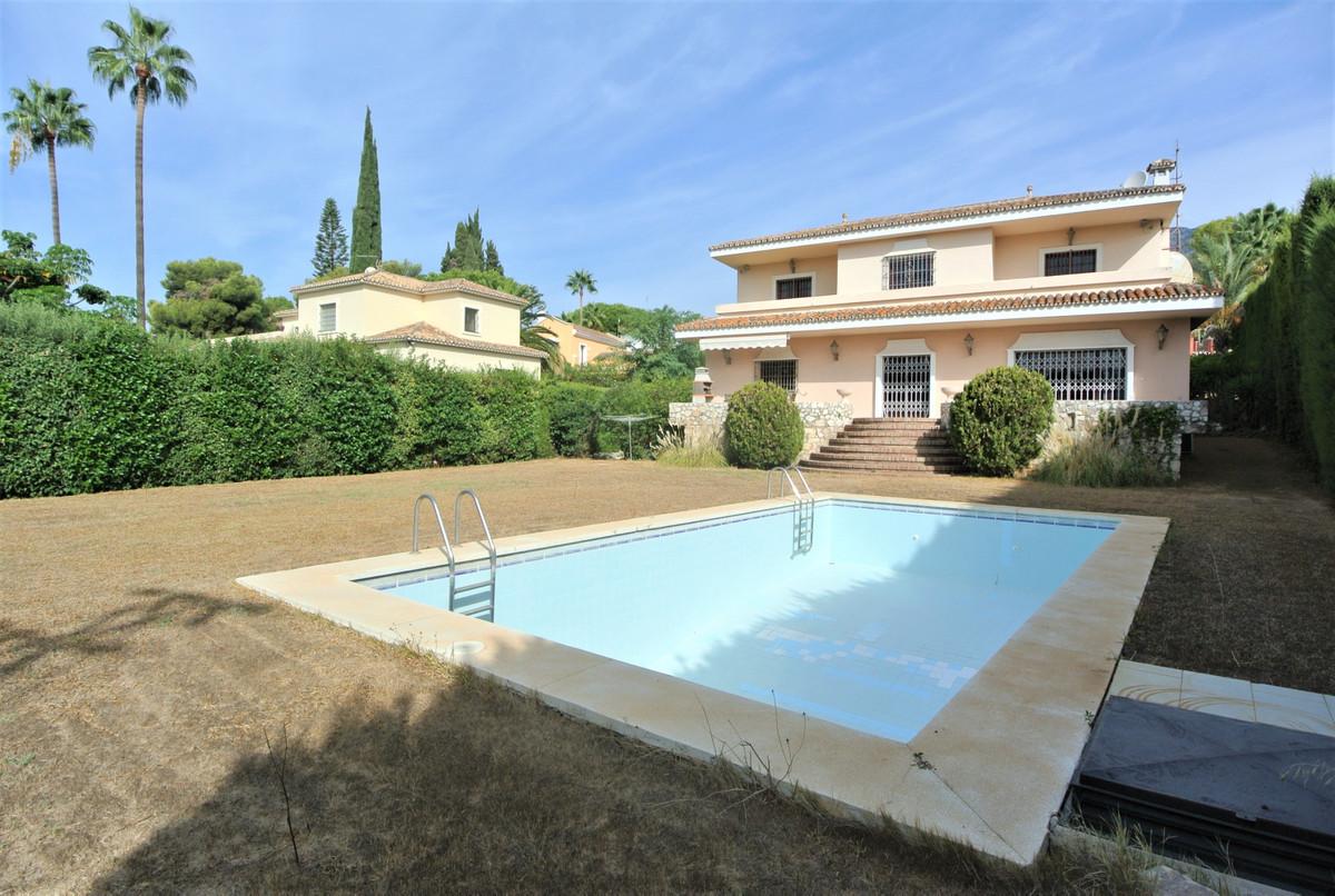 Marbella Banus Villa – Chalet en Venta en Nagüeles – R3724202