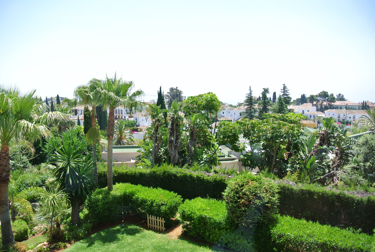 This luxury apartment is located in an exclusive urbanization in Las Lomas del Marbella club, the he,Spain