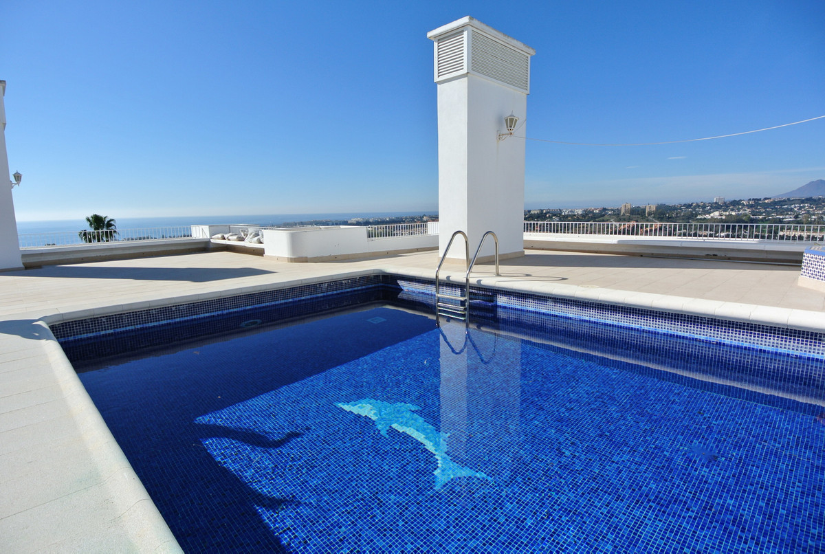 This penthouse is located in one of the most prestigious urbanizations on The Golden Mile with 24hou,Spain