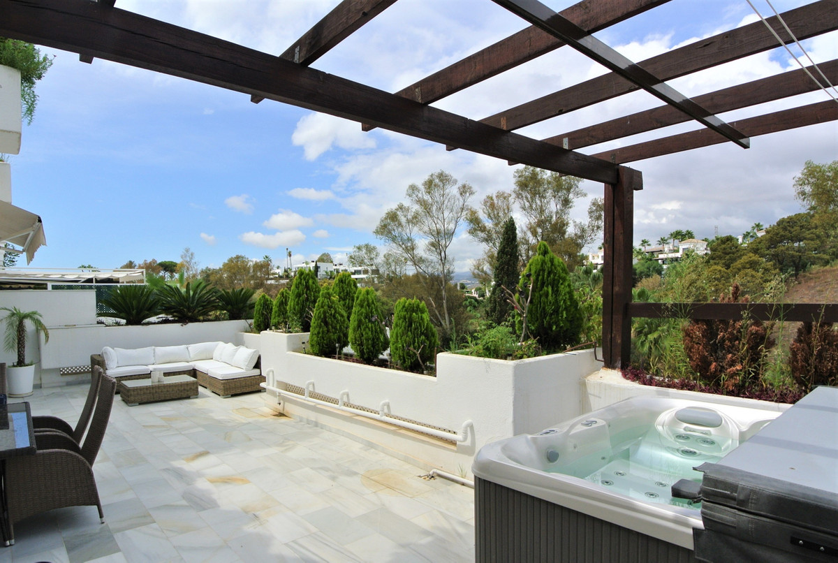This stupendous duplex penthouse is situated in a very quiet and private complex within the Golden M,Spain