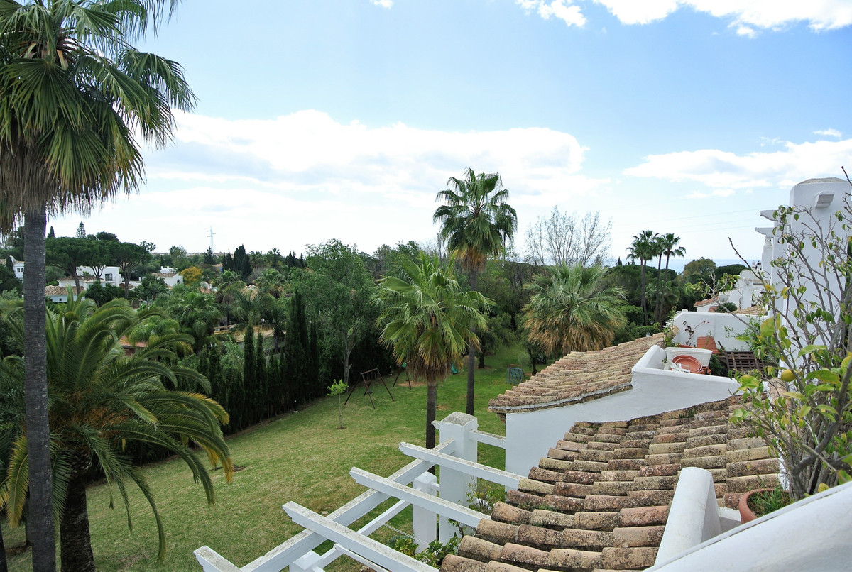 This charming duplex penthouse apartment is located in an established development in Nagueles with l,Spain