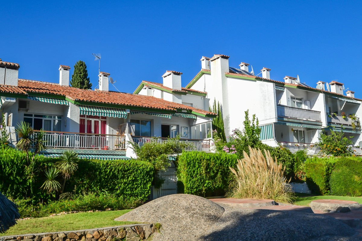 This charming ground floor apartment is located in Nagueles with large gardens and community pools. ,Spain