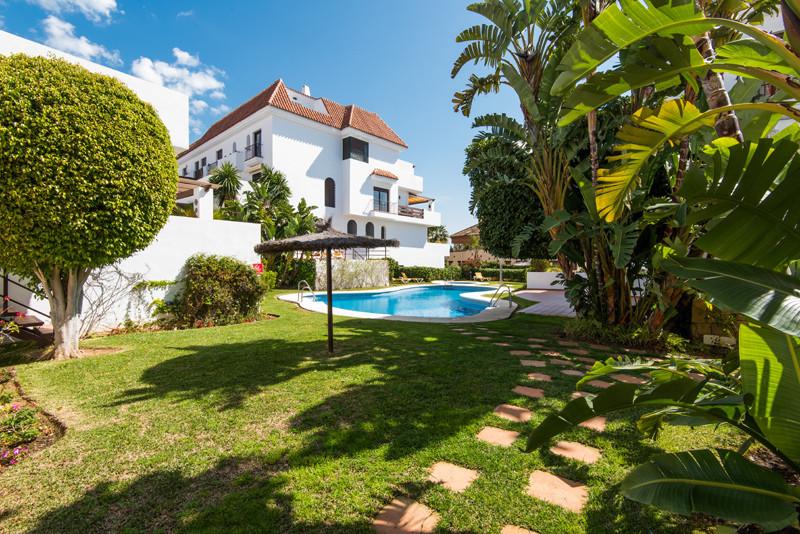 Marbella Banus Apartamento Planta Baja en Venta en The Golden Mile – R2795366